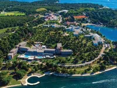 Zelena Laguna hotels and pitches